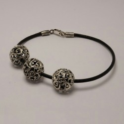 Женский кожаный браслет с серебряными бусинами ХИТ