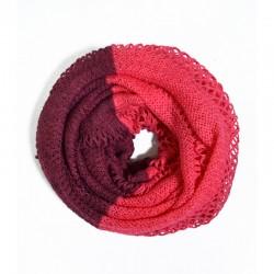 Двухцветный вязаный шарф-хомут с узором