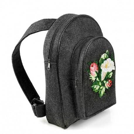 Войлочный рюкзак с вышивкой бисером