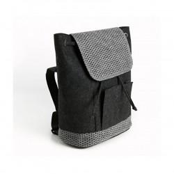 Небольшой войлочный рюкзак с перфорацией