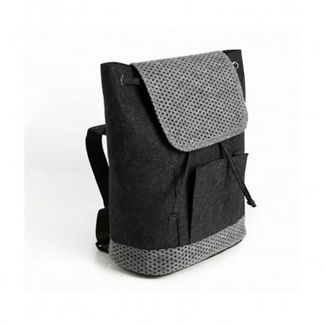 Войлочный рюкзак с перфорацией (черный)
