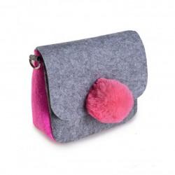 Серая сумочка клатч с цветным помпоном из меха