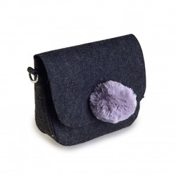 Черная сумочка с помпоном (фиолетовый)