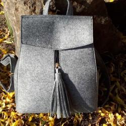 Войлочный рюкзак с кисточкой