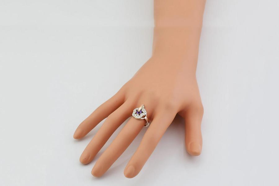 Кольцо Искра фиолетовый фианит