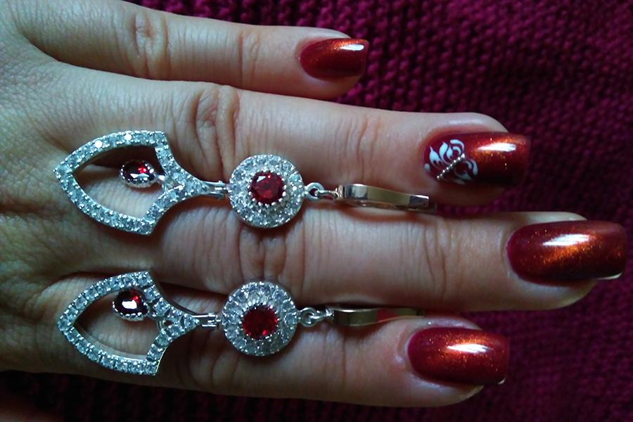 серьги Хатидже Султан красный цвет