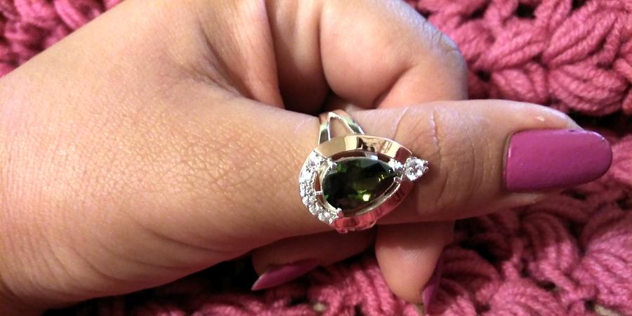 серебярное кольцо Капля оливковый