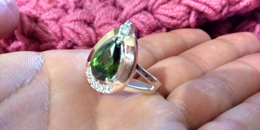 Серебряное кольцо Капля оливковый